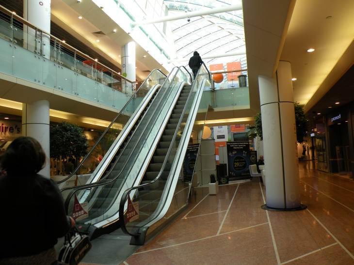 photo de bordeaux escalator du centre commercial meriadeck. Black Bedroom Furniture Sets. Home Design Ideas