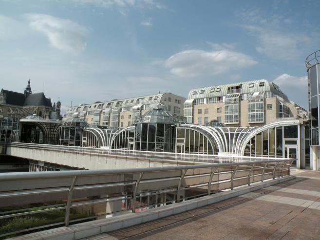 Architecture futuriste forum des halles paris en 2009 en for Architecture futuriste