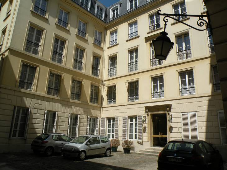 photo de paris en 2010 cour pav e 40 rue du bac. Black Bedroom Furniture Sets. Home Design Ideas