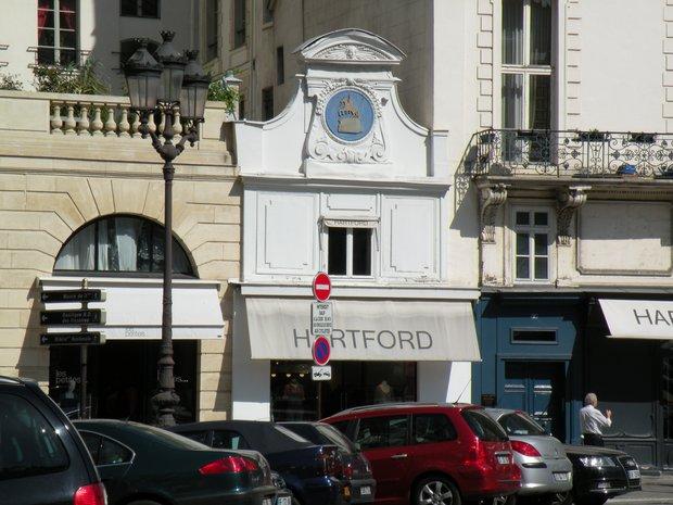 Photo de paris en 2011 hartford place des victoires - Place des victoires metro ...