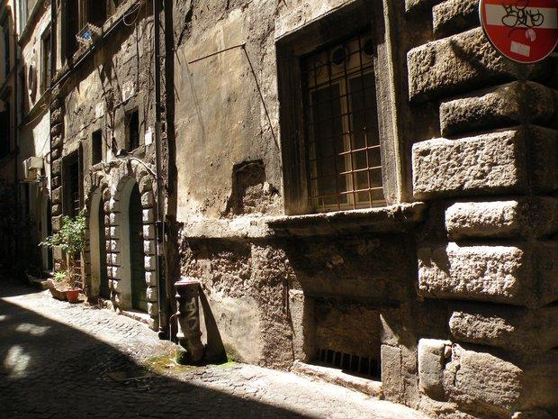 photo de rome maison ancienne un peu d labr e. Black Bedroom Furniture Sets. Home Design Ideas