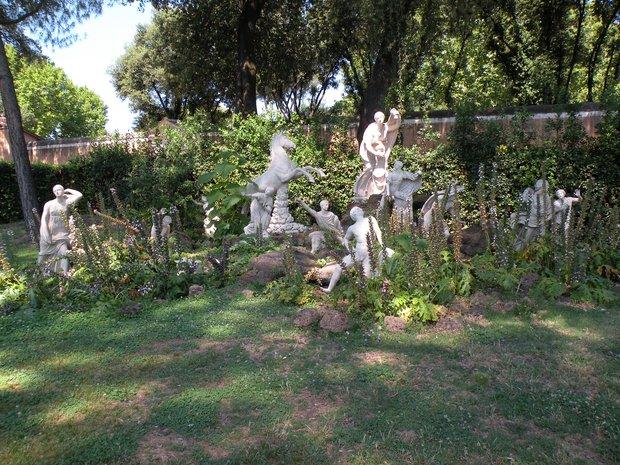 Photo de rome statues dans la v g tation des jardins de for Jardin villa medicis rome