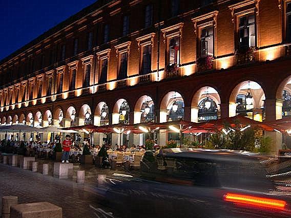 Illuminations Du Capitole Toulouse En Photo