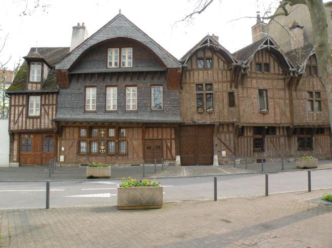 Photo de troyes maisons pittoresques pans de bois for Maison bois troyes
